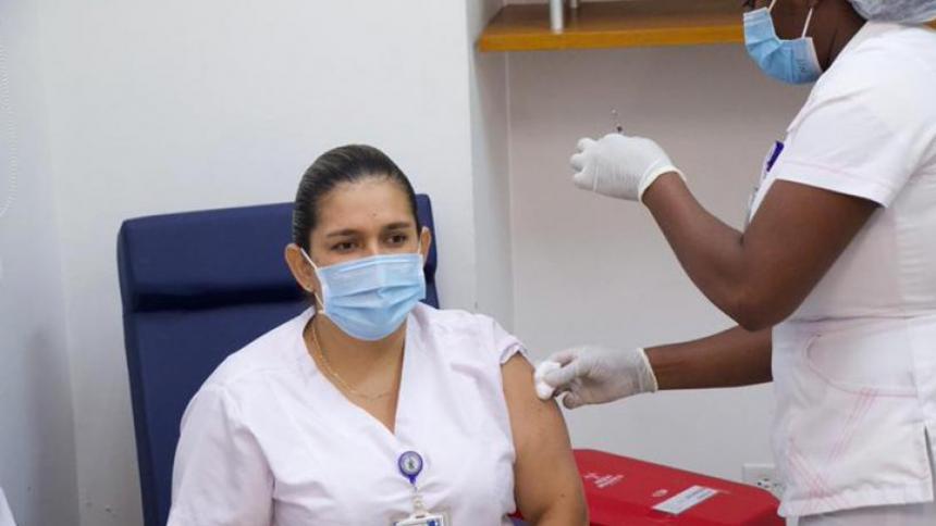 Duque asegura que personal de la primera línea en salud ya tiene las dos vacunas