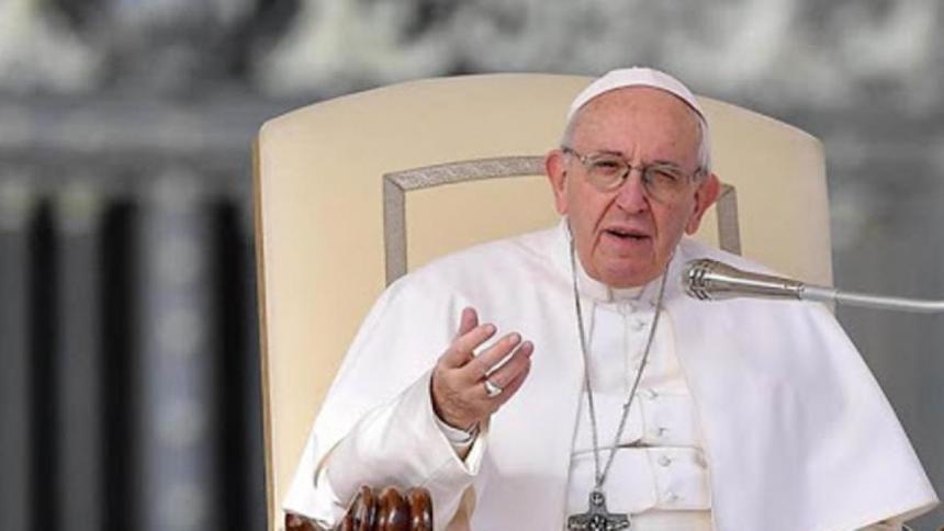 El Papa pide a los nuevos sacerdotes que huyan de la vanidad y del dinero