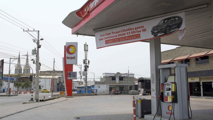 Gasolina y alimentos, los afectados por cierres