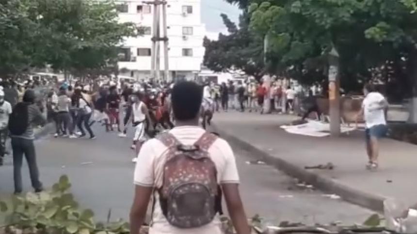 Atacan a piedra CAI, dos oficinas bancarias y bomberos en Cartagena