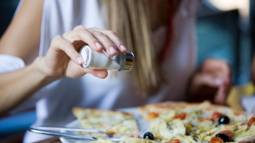 OMS quiere que las personas reduzcan el consumo de sal