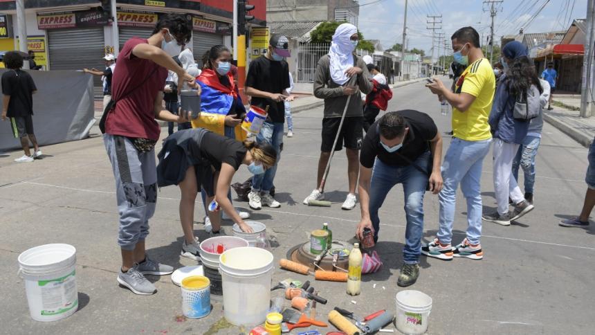 Jóvenes realizaron una protesta artística en el barrio Las Nieves