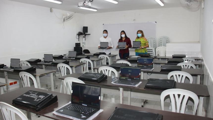 Alcaldía de Malambo entrega 380 computadores