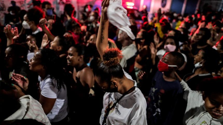 Suben a 28 las muertes en operativo en favela de Río