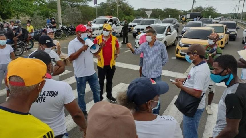 Tras bloqueo de Vía al Mar, Punta Canoa logra atención de Alcaldía de Cartagena