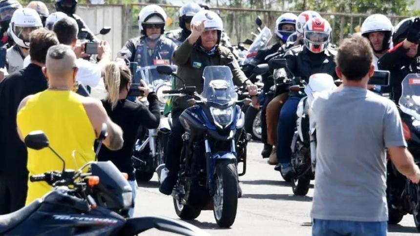 Bolsonaro reunió a cientos de motorizados en plena segunda ola de la pandemia