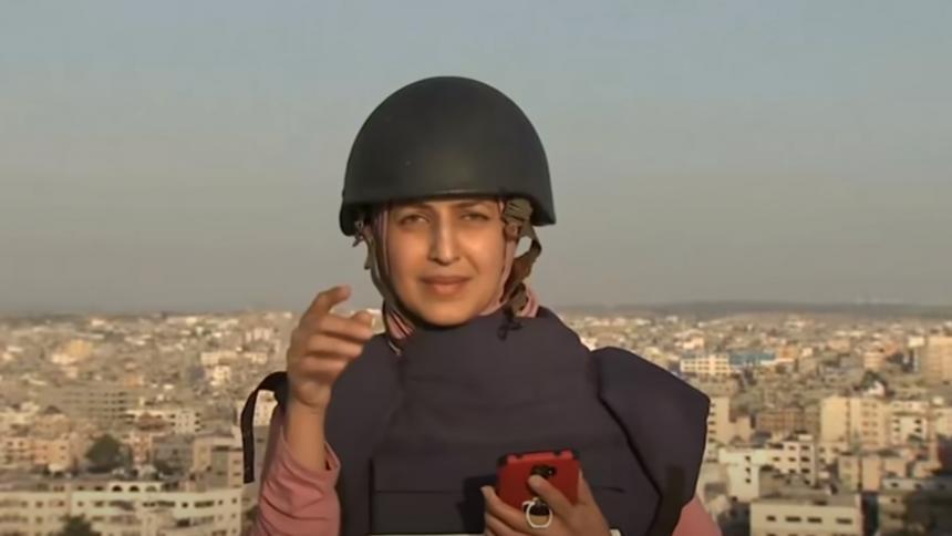 Periodista transmitía en vivo cuando un misil cayó cerca de ella en Gaza