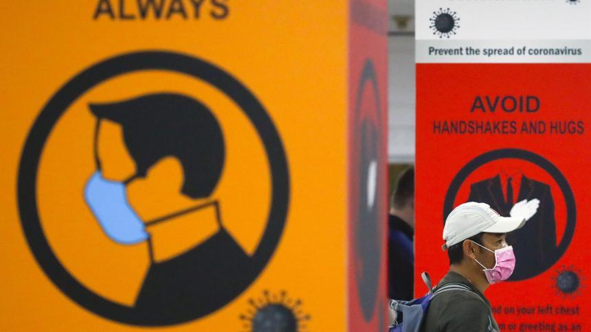 Dejar las mascarillas no sólo depende del nivel de vacunación nacional: OMS