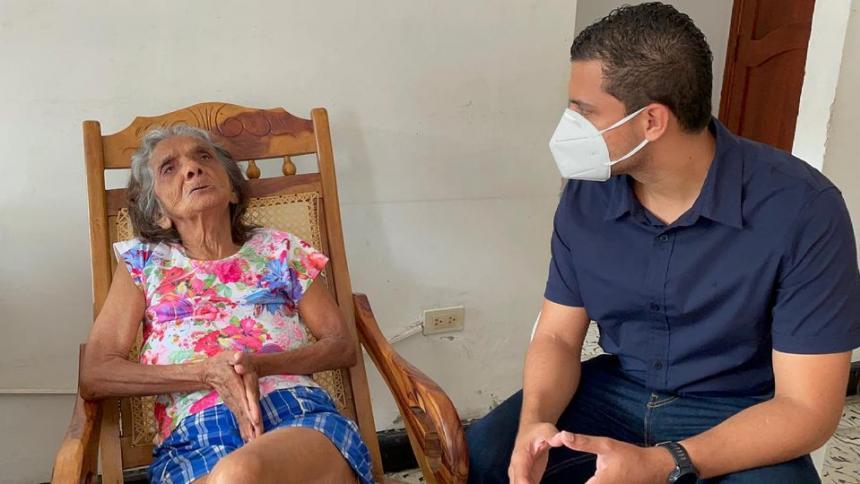 Rescatan a adulta mayor que estaba encerrada en una casa en Sincelejo