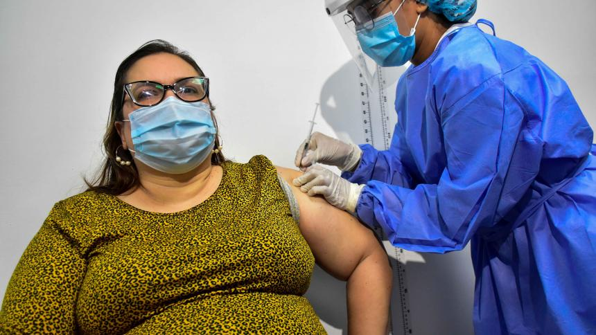 Docentes empiezan a vacunarse en Barranquilla