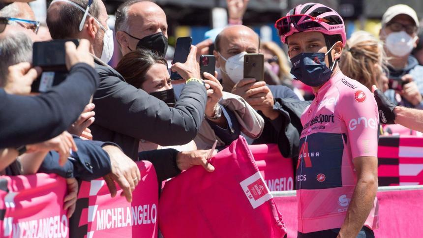 Fernando Gaviria habla sobre la maglia rosa de Egan Bernal