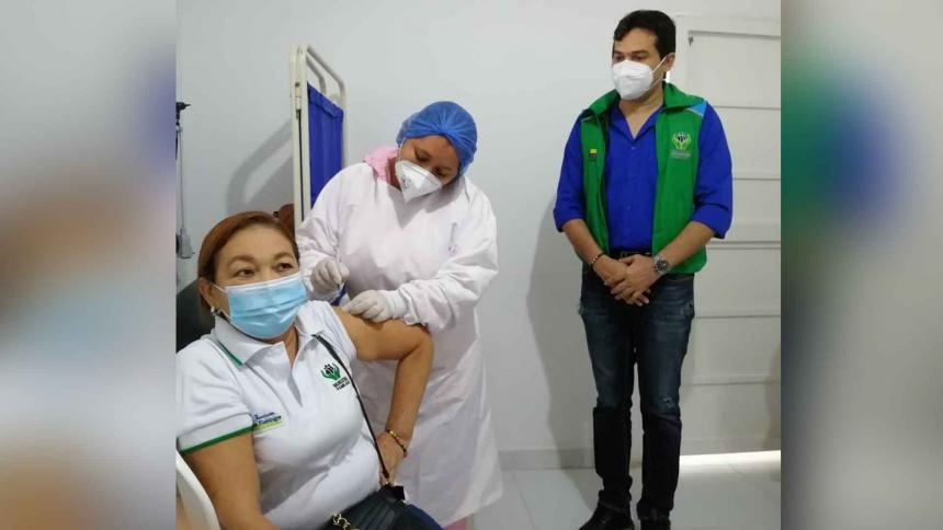 Inicia vacunación para madres comunitarias del Icbf en Sucre
