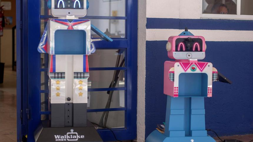 Benebot, el robot que cuida a alumnos mexicanos en los colegios