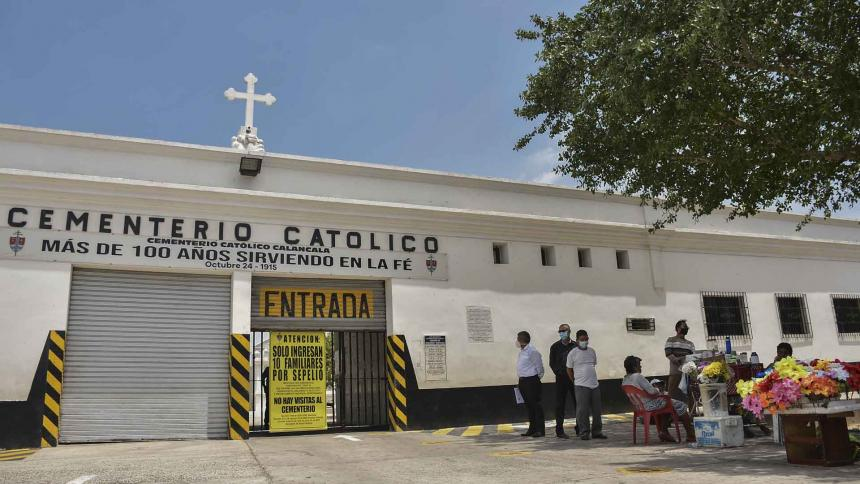 Ciudadanos, inconformes con restricciones en cementerios