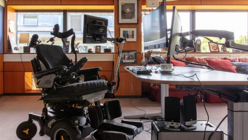 Los tesoros de Stephen Hawking estarán en museos