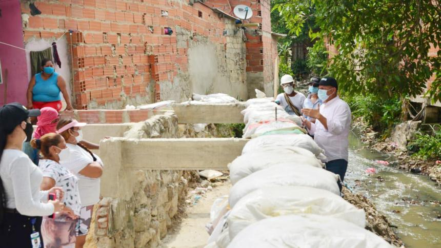 Intervienen arroyo en Soledad para evitar inundaciones
