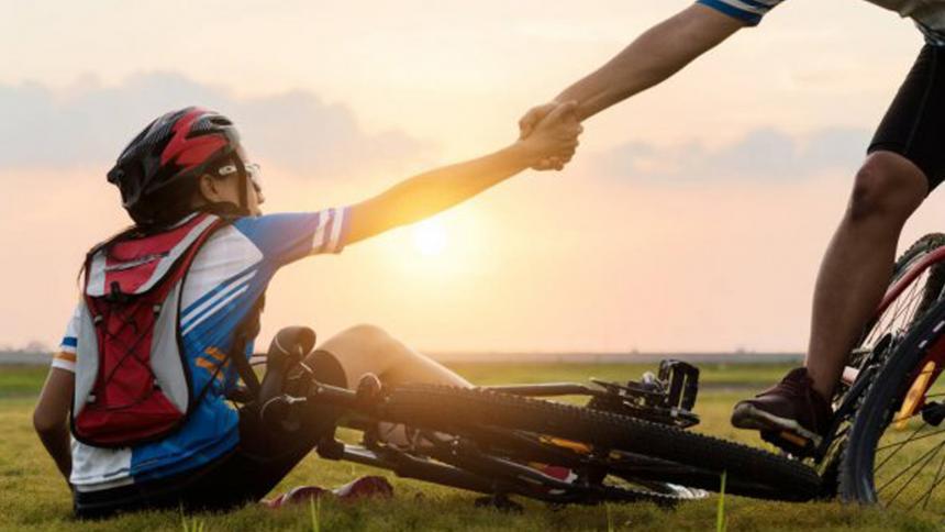 En el Día Mundial de la Bicicleta, ¡Protéjase ante accidentes en dos ruedas!