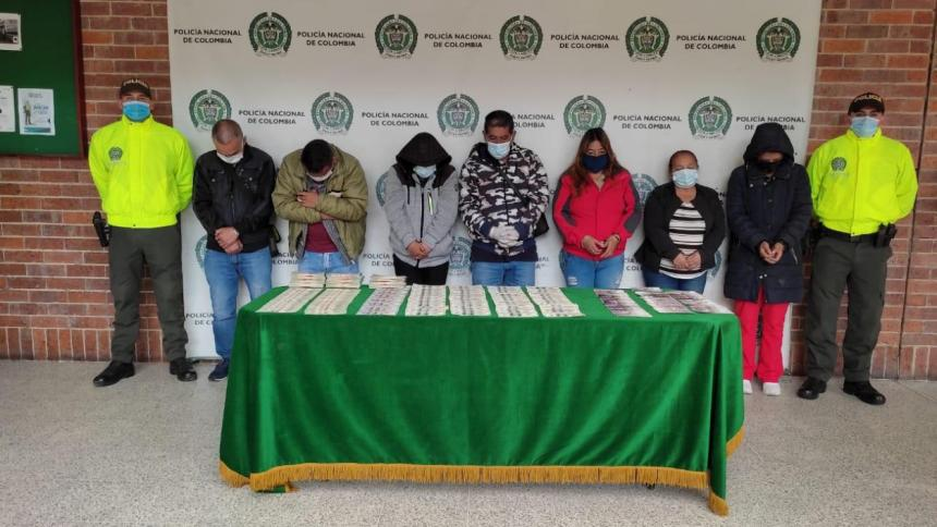 Desarticulan banda que falsificaba dólares y pesos colombianos