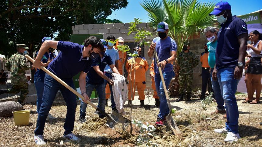 Alcalde Jaime Pumarejo lanza en La Chinita programa de siembre de árboles de 'BAQCultiva Vida'