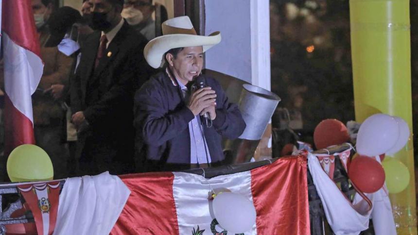 Pedro Castillo, lidera las elecciones en Perú con el 100 % de las actas procesadas