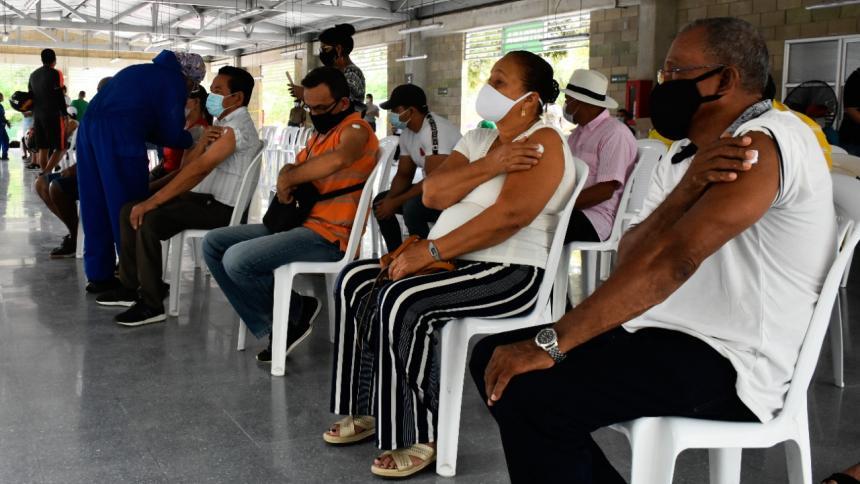 Ciudadanos con comorbilidades piden priorización