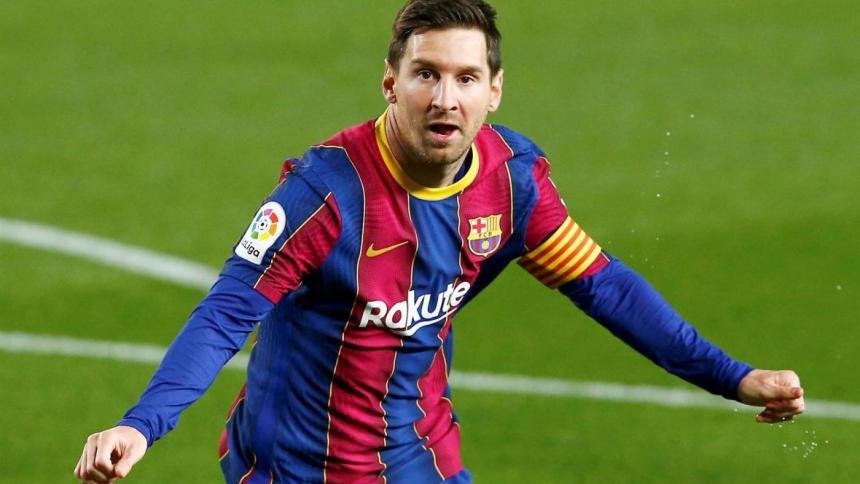 Foto de Messi sosteniendo una bandera de Colombia al revés es un montaje