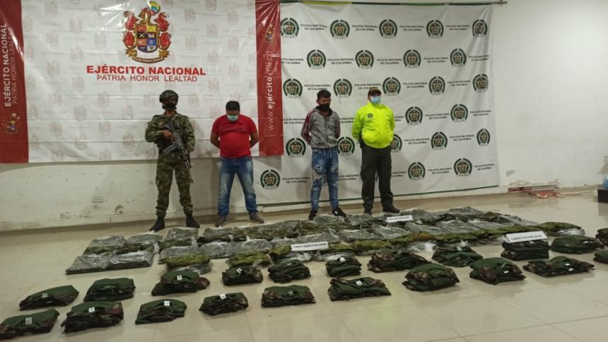 Dos hombres son capturados tras recibir uniformes de uso militar en Montería