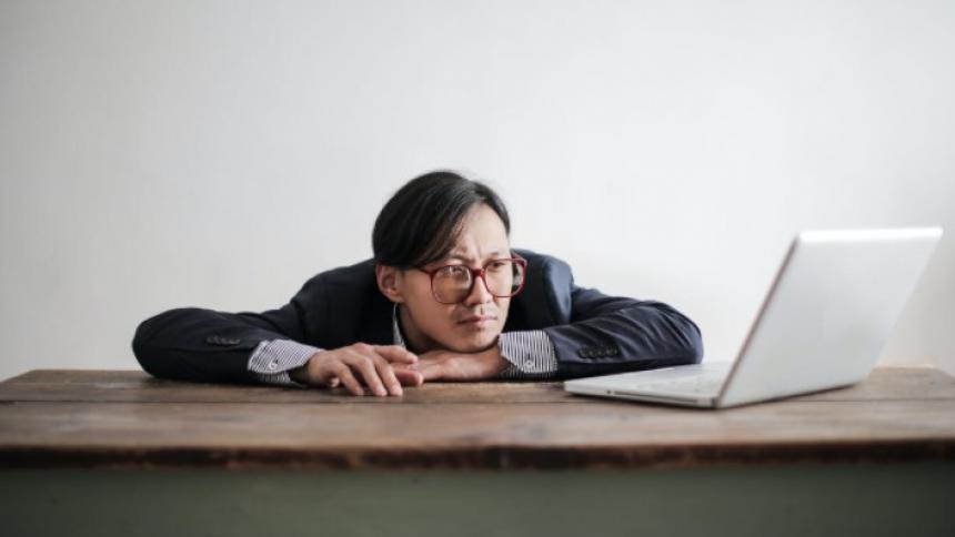 Conozca sobre la infodemia y los efectos en el trabajo