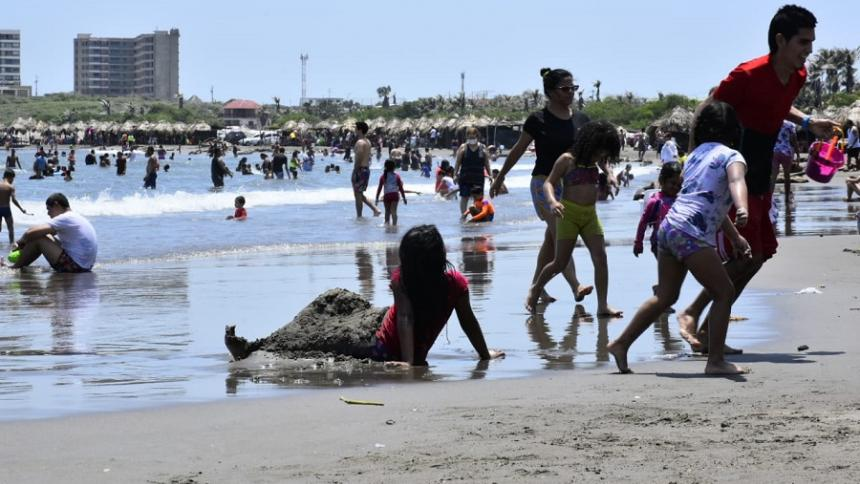 Por cumplimiento de aforo cierran playas de Puerto.