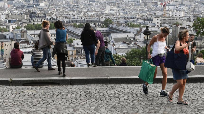 Francia levanta el uso obligatorio de tapabocas al aire libre