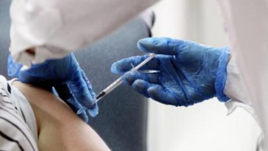 Viajar en avión no crea riesgo de trombos a los vacunados contra la covid