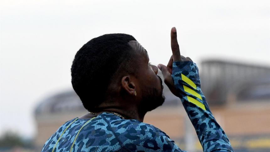 El colombiano Anthony Zambrano bate a Van Niekerk con 44.51