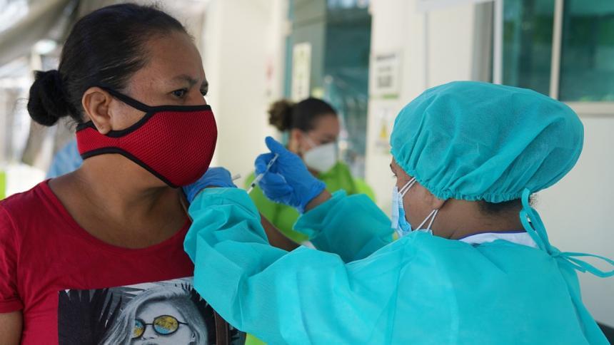 Inicia prueba piloto de vacunación a mayores de 18 años en Córdoba