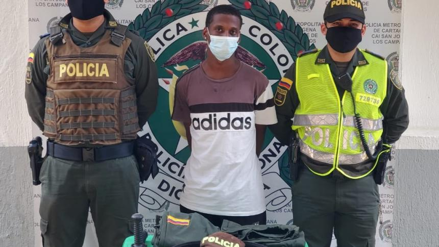 Influencer vestía uniforme e insignias de la Policía Nacional
