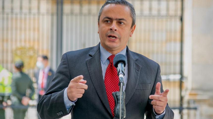 Gobierno responde al ELN por renuncia de alias Gabino