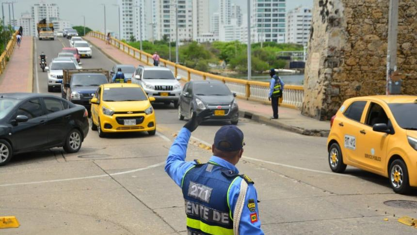 Por cierre de puente Las Palmas en Manga, refuerzan operativos del DATT