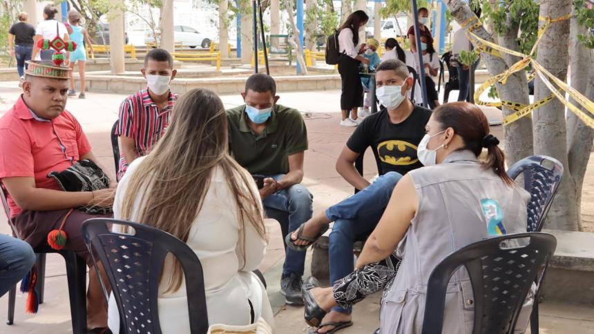 Brindan atención a jóvenes en huelga de hambre