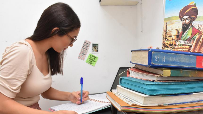 Joven talento en matemáticas recibe apoyo para finalizar su carrera