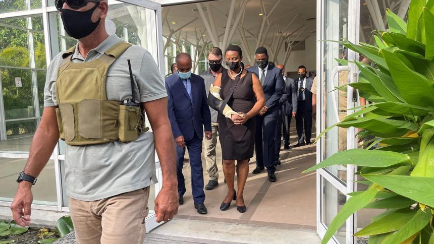 Viuda del presidente haitiano recibe condolencias de políticos en ceremonia