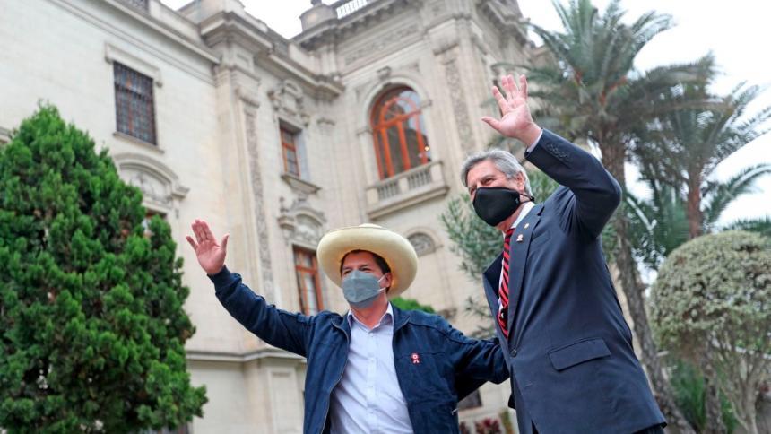 Castillo entra por primera vez al palacio de Perú