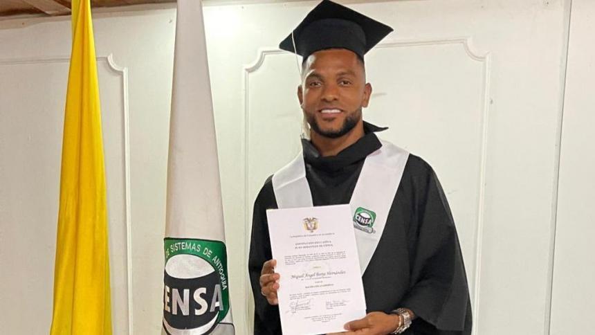 Miguel Borja se gradúa de bachiller