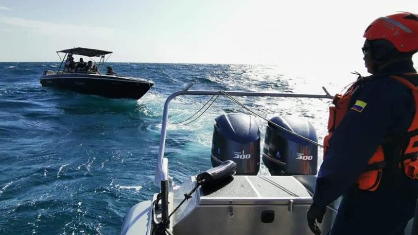 Guardacostas rescatan a turistas que se estaban a la deriva en Santa Marta