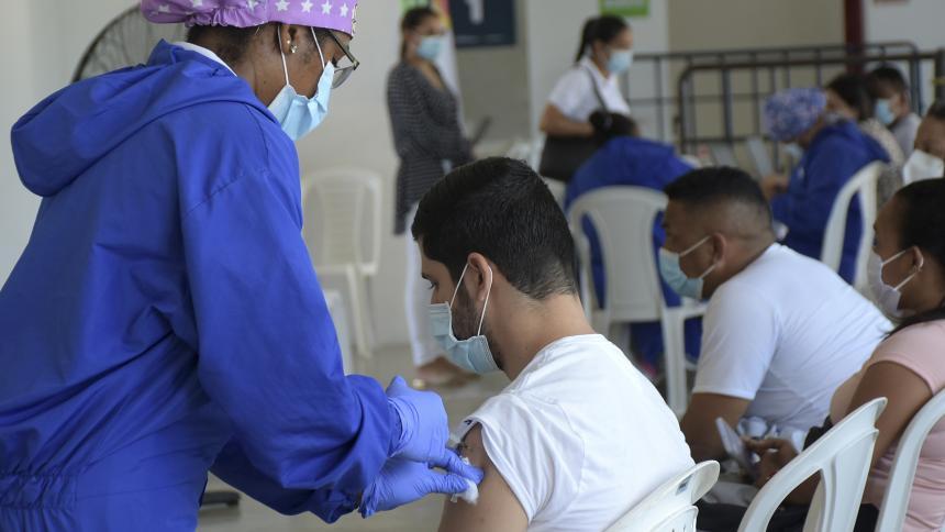 Barranquilleros, satisfechos con proceso de vacunación contra la covid-19