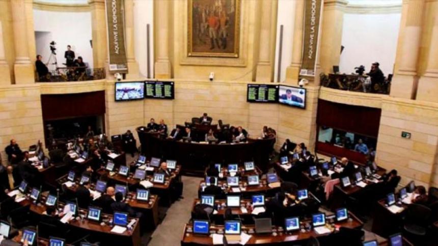 Uribismo propone reducir el presupuesto de los congresistas