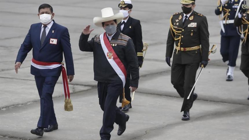 Día nefasto para las acciones y la moneda de Perú, tras asunción de Castillo
