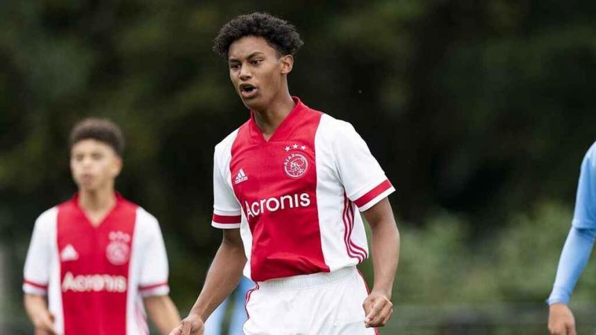 Muere a los 16 años el futbolista Noah Gesser, una de las promesas del Ajax