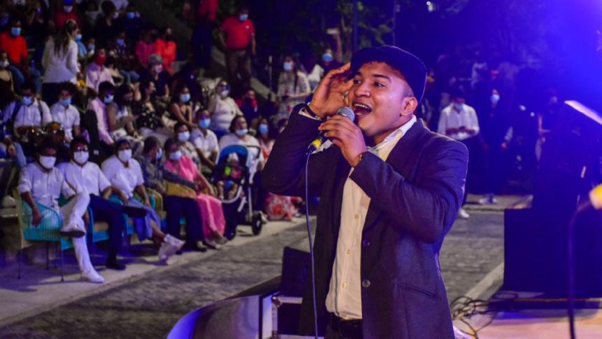 Estudiantes de la EDA le cantaron a la Noche Bohemia