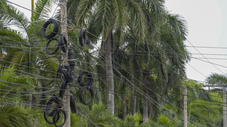 Piden soluciones a telarañas de cables