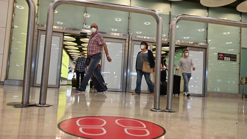 España prorroga la cuarentena a viajeros colombianos