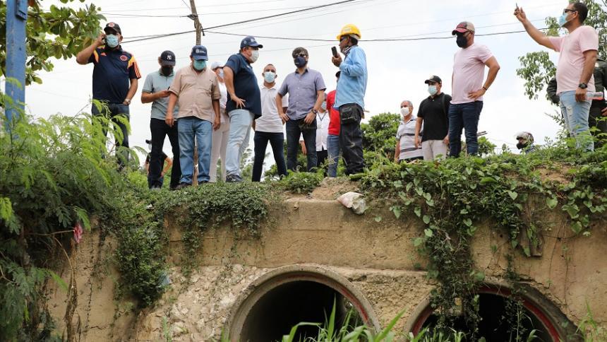 Alcalde inspeccionó obras de pavimentación en Siete de abril